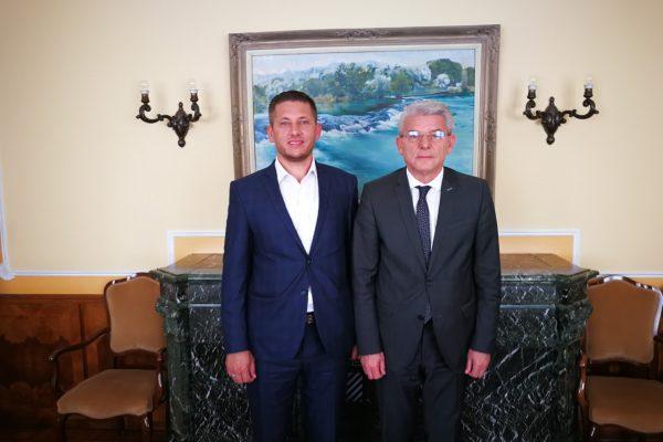 Delegacija OO SDA Zavidovići boravila u posjeti kod bošnjačkog člana Predsjedništva Šefika Džaferovića